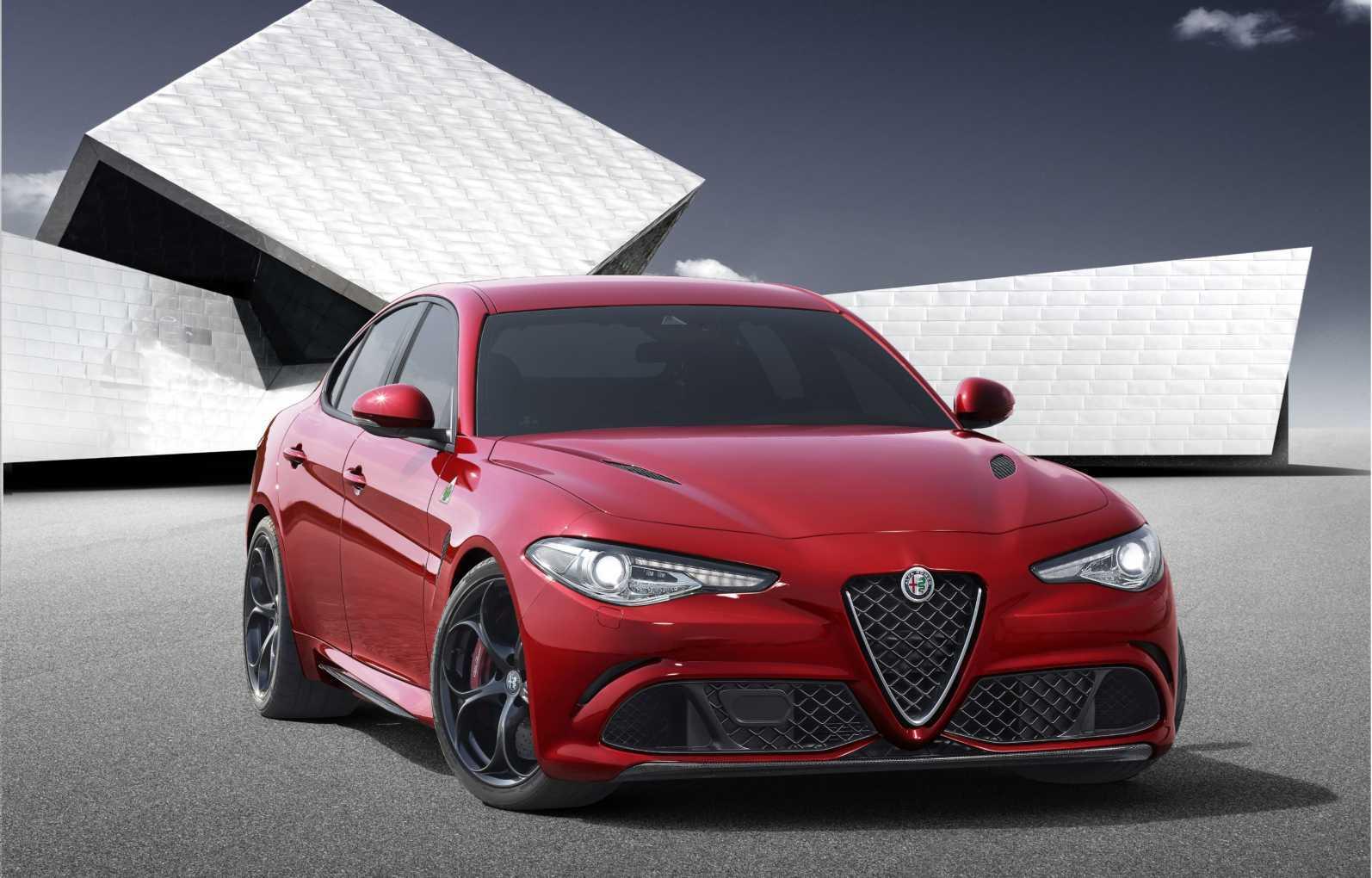 Alfa_Romeo_Giulia_angled